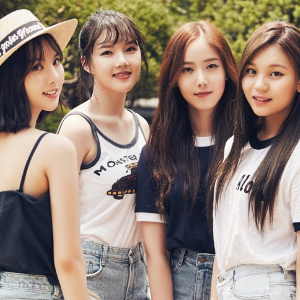 G-Friend Group pose!